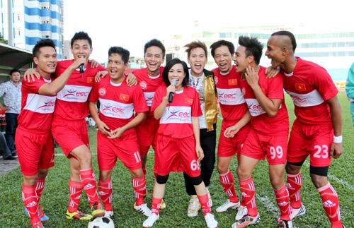 Phương Thanh là nữ ca sĩ duy nhất ở Việt Nam có tình yêu mãnh liệt với bóng đá - Tin sao Viet - Tin tuc sao Viet - Scandal sao Viet - Tin tuc cua Sao - Tin cua Sao