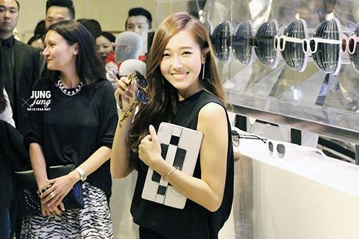 Jessica đã đến Trung Quốc quảng bá thương hiệu thời trang với tư cách một nhà thiết kế