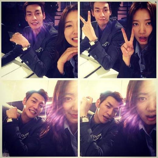 Park Shin Hye nhí nhảnh chụp hình cùng bạn diễn Kim Young Kwang và chia sẻ: 'Bumjo rất sáng nhé. Chào mọi người, tôi tên là cô Park, là người có trách nhiệm liên quan đến bộ phim Pinocchio. Gửi đến những khán giả yêu quý, tôi sẽ gửi đến một bức ảnh đẹp cùng Choi Dal Po'.