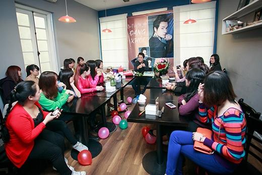 Đăng Khôi rất bất ngờ và cảm động vì buổi sinh nhật ấm áp FC Hà Nội tổ chức cho anh. - Tin sao Viet - Tin tuc sao Viet - Scandal sao Viet - Tin tuc cua Sao - Tin cua Sao