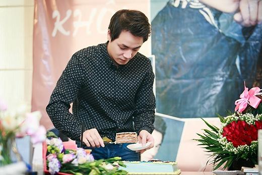 Các fan đã tự tay làm chiếc bánh sinh nhật in hình thần tượng của mình để tặng cho Đăng Khôi. - Tin sao Viet - Tin tuc sao Viet - Scandal sao Viet - Tin tuc cua Sao - Tin cua Sao
