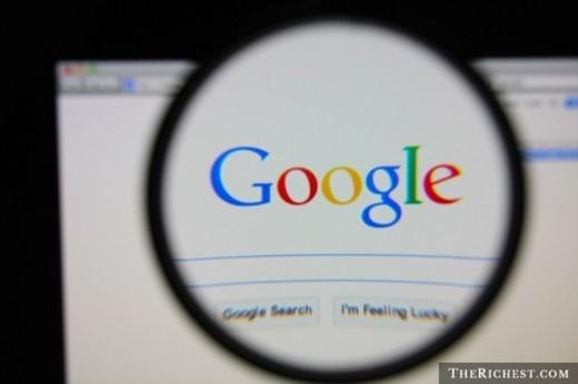 3. Google sở hữu hàng loạt tên miền tương tự với 'google.com'. Đây là nỗ lực để tránh việc cái tên nổi tiếng của hãng bị lợi dụng vào mục đích xấu. Bên cạnh đó, việc người dùng gõ sai tên của Google cũng rất đáng lưu tâm, nhất là từ 'googel' với 5 triệu lượt gõ sai mỗi tháng. Do đó, gã khổng lồ tìm kiếm muốn chuyển hướng các trang truy cập như thế về trang web chính thức để tiện lợi cho người dùng. Chưa hết, Google cũng sở hữu cả tên miền '466453' - con số tương đương với tên của hãng.
