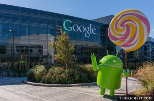 """6. Trụ sở của Google rất hoành tráng. Với diện tích gần 300.000 mét vuông (và đang tiếp tục được mở rộng), trụ sở của gã khổng lồ tìm kiếm có tên """"Googleplex"""" nằm ở Mountain View, Santa Clara County, California, Mỹ. Nơi đây có đầy đủ các trang thiết bị hiện đại và cũng rất thân thiện với môi trường để phục vụ nhân viên, bao gồm cả vườn rau, khu tập thể thao, mô hình khủng long T-Rex hay màn hình khổng lồ trình chiếu những gì người dùng đang tìm kiếm trên Google ở khắp nơi trên thế giới..."""