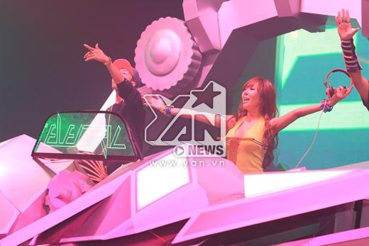 DJ Tenashar tái ngộ fan Việt tại sự kiện Electric Cosmic Ride. Trước đó, cô đã tới thăm Việt Nam vào tháng 3 vừa qua.