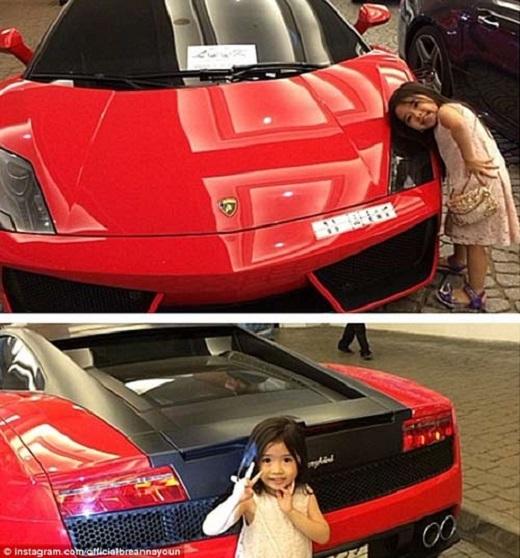 Cô bé được đi trên những chiếc xe đắt tiền, thậm chí là cả Limo