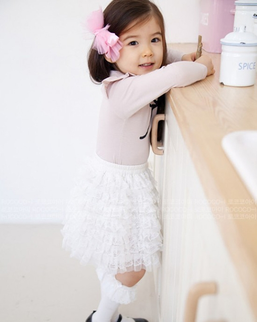 Lauren Hanna Lunde mang hai dòng máu Canada và Hàn Quốc đã khiến các khán giả không khỏi ngất ngây khi bé xuất hiện trong chương trình Hello Baby cùng MBLAQ.