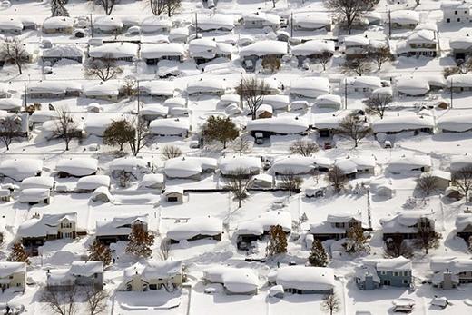 Nhà nhà bị tuyết bủa vây ở West Seneca, New York.