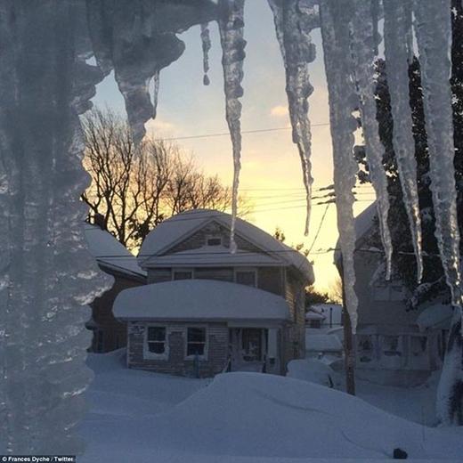 Một ngôi nhà ở Buffalo, New York đóng băng khi nhiệt độ giảm xuống mức âm 13 độ C. Mấy ngày qua, nhiệt độ còn xuống đến mức âm 20 độ C.