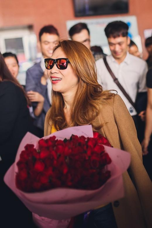 Trước đó, cô từng nhậndanh hiệuBest Asian Artist(Nghệ sĩ châu Á xuất sắc nhất) tại giải thưởng MAMA (Mnet Asian Music Awards),Best Southeast Asia ActtạiMTV EMA 2013,Nghệ sĩ có album bán chạy nhất trong lãnh thổtại lễ trao giải World Music Awards... - Tin sao Viet - Tin tuc sao Viet - Scandal sao Viet - Tin tuc cua Sao - Tin cua Sao