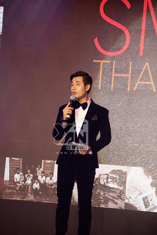 Nguyên Khang với vai trò là đại sứ của tổ chức này đã dẫn dắt chương trình bằng song ngữ Việt - Anh đưa đến cho khán giả một đêm nhạc đầy cảm xúc.