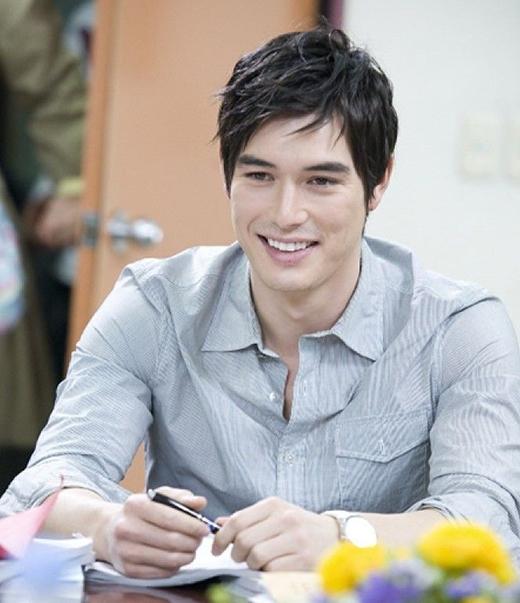 Nam diễn viên lai Mỹ - Hàn - Ricky Kim cũng là một trong những mỹ nam chiếm được nhiều tình cảm của khán giả. Sở hữu vẻ đẹp lai đầy cuốn hút, nam diễn viên 33 tuổi dễ dàng đốn gục trái tim của fan nữ qua những vai diễn trên màn ảnh nhỏ.