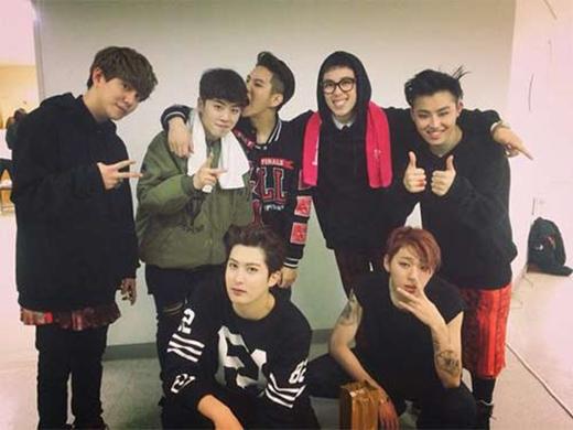 Block B vừa hoàn thành concert và chia sẻ lời cảm ơn đến mọi người: 'Gửi những người đã đến xem concert của Block B ngày hôm qua và hôm nay. Cám ơn mọi người rất nhiều. Cùng gặp nhau trong concert sắp tới nhé'.