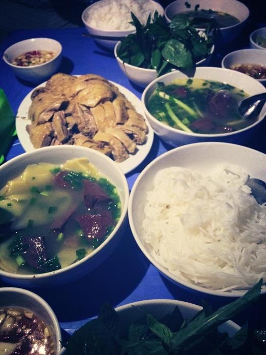 Bún ngan có thể được coi là một món ăn khá đặc biệt ở Hà Nội. Harry Lu chia sẻ rằng điều khiến anh càng yêu Hà Nội hơn đó là món ăn đậm chất Thủ đô này.