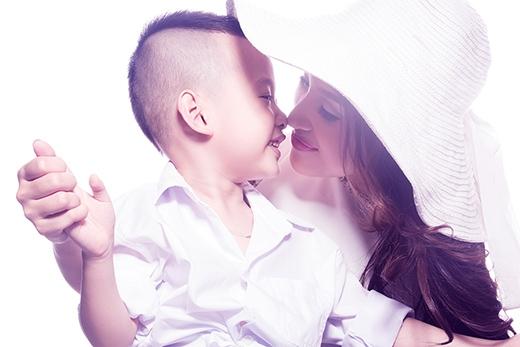 Bé Bin (tên thân mật của Tường Minh) năm nay đã được 5 tuổi. - Tin sao Viet - Tin tuc sao Viet - Scandal sao Viet - Tin tuc cua Sao - Tin cua Sao