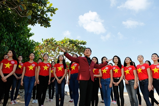 38 thí sinh đã cùng với NSƯT Tạ Minh Tâm thực hiện MV 'Tổ quốc gọi tên mình'. - Tin sao Viet - Tin tuc sao Viet - Scandal sao Viet - Tin tuc cua Sao - Tin cua Sao