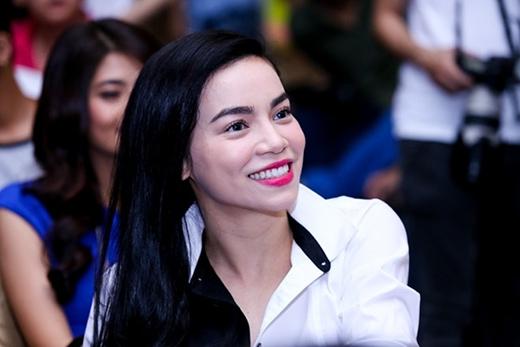 Nụ cười hạnh phúc và mãn nguyện nở trên gương mặt của cô. - Tin sao Viet - Tin tuc sao Viet - Scandal sao Viet - Tin tuc cua Sao - Tin cua Sao