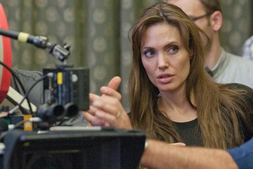 Angelina Jolie trong vai trò đạo diễn của bộ phim Unbroken