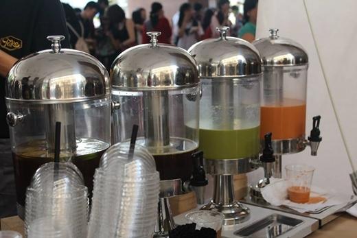 Gian hàng của nhà tài trợ TAKE Coffee với các thức uống của xứ bò tót.