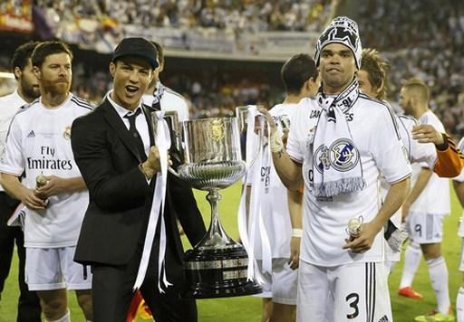 Ngôi sao người Bồ Đào Nha ăn mừng chức vô địch cúp nhà vua Tây Ban Nha sau khi Real vượt qua Barca với tỷ số 2-1 trong trận chung kết diễn ra vào ngày 17/4/2014. Đáng tiếc là Ronaldo không có mặt ở trận này do chấn thương.