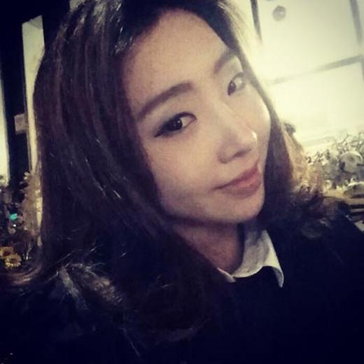 Minzy khoe ảnh cực dịu dàng và chia sẻ: 'Cười lên nào. Nụ cười trên mặt bạn'.