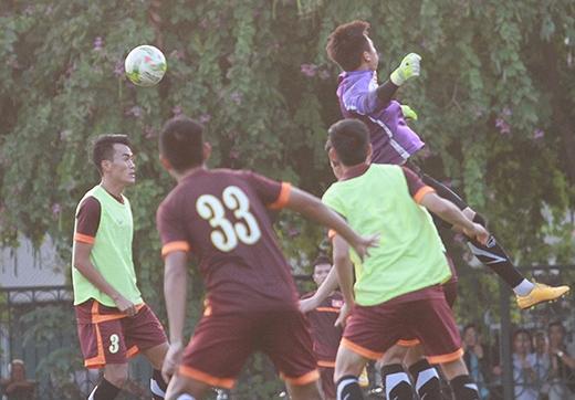 Philippines là tập hợp của các cầu thủ nhập tịch, có thể hình tốt. Đội bóng này đã sớm có vé vào bán kết sau khi đánh bại Lào 4-1 và Indonesia 4-0. Dẫu vậy, HLV Thomas Dooley vẫn muốn có điểm trước Việt Nam để đảm bảo ngôi đầu bảng.
