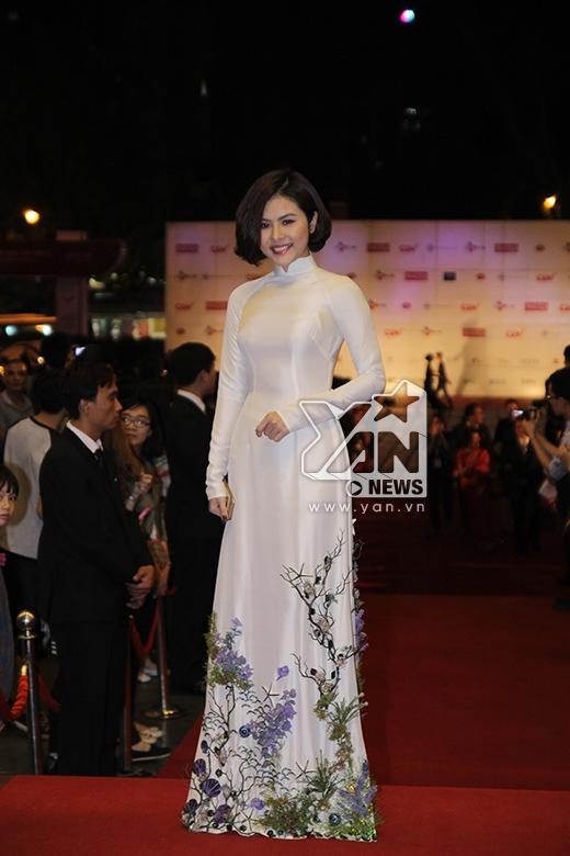 Vân Trang dịu dàng, nữ tính trong tà áo dài trắng - Tin sao Viet - Tin tuc sao Viet - Scandal sao Viet - Tin tuc cua Sao - Tin cua Sao