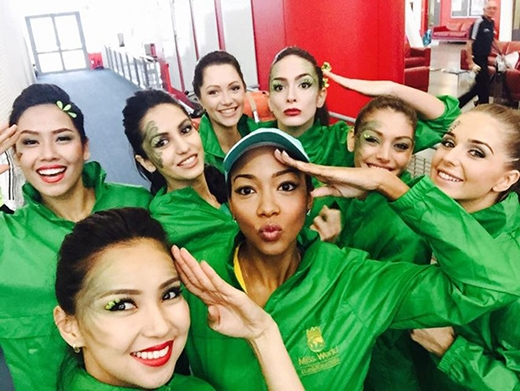Ba đại diện của khu vực châu Á là Việt Nam, Ấn Độ và Mông Cổ đều được xếp vào đội màu xanh lá cây