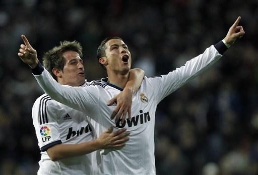 Fabio Coentrao cho rằng 'sẽ là một sự sỉ nhục nếu Ronaldo không giành được Quả bóng Vàng'.