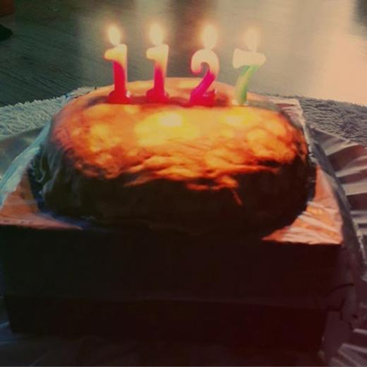 Vẫn còn dư âm của ngày sinh nhật, Chanyeol khoe hình bánh kem vào cuối ngày