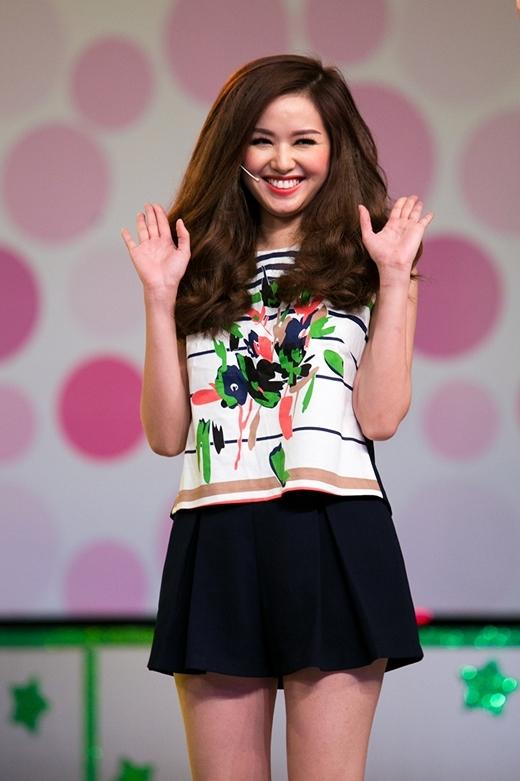 Hot girl Tâm Tít lần đầu tiên tham gia gameshow Vui ơi là vui.