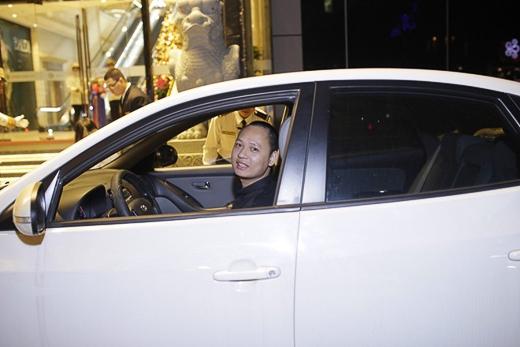 Nhạc sĩ Nguyễn Hải Phong lái xế hộp riêng đến dự đám cưới của nam ca sĩ Con đường tình yêu. - Tin sao Viet - Tin tuc sao Viet - Scandal sao Viet - Tin tuc cua Sao - Tin cua Sao