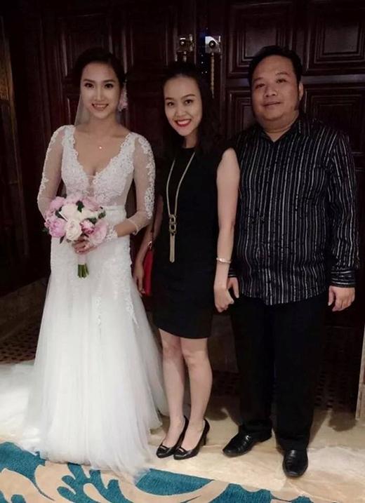 Cô dâu Yến Phương gợi cảm, chụp hình chung cùng vợ chồng nhạc sĩ Nguyễn Hà, Minh Trang. - Tin sao Viet - Tin tuc sao Viet - Scandal sao Viet - Tin tuc cua Sao - Tin cua Sao