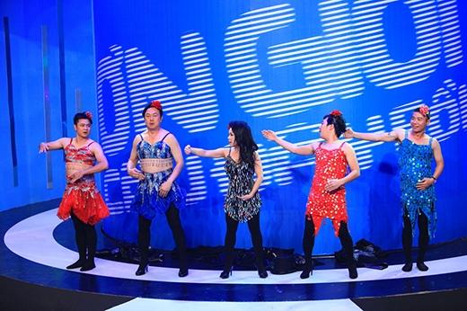 4 trưởng phòng nam đầy lúng túng khi mặc trang phục nữ - Tin sao Viet - Tin tuc sao Viet - Scandal sao Viet - Tin tuc cua Sao - Tin cua Sao