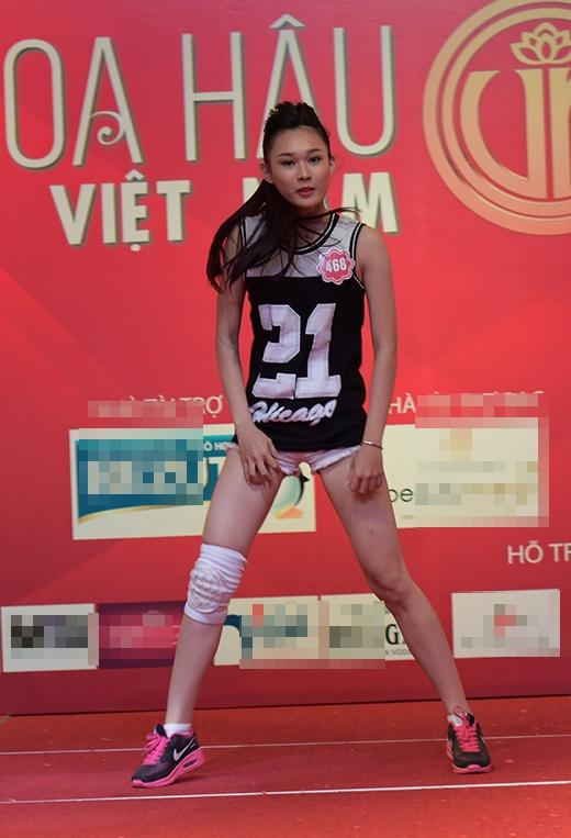 Nguyễn Thùy Linh và phần thi nhảy poping