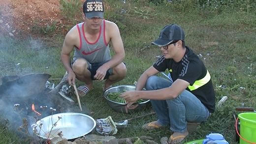 Hai bố Phan Anh, Hoàng Bách chật vật nấu thức ăn - Tin sao Viet - Tin tuc sao Viet - Scandal sao Viet - Tin tuc cua Sao - Tin cua Sao