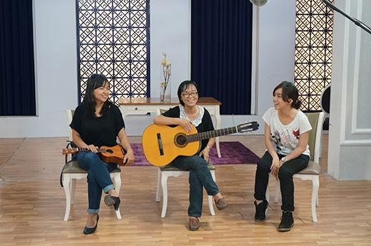 Trong đêm thi Bán kết tới đây, cô Huỳnh Mai tiết lộ sẽ có sự xuất hiện đặc biệt của 2 trợ thủ đắc lực. Và hai gương mặt đó chính là hai người con gái của cô, người đã luôn sát cánh và ủng hộ cô Huỳnh Mai trong suốt quá trình tập luyện cho cuộc thi.