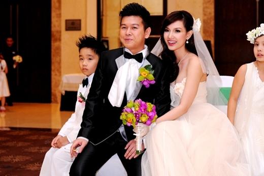 Nụ cười hạnh phúc của 2 vợ chồng trong ngày hôn lễ. - Tin sao Viet - Tin tuc sao Viet - Scandal sao Viet - Tin tuc cua Sao - Tin cua Sao