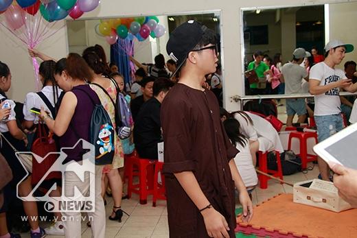 Quán quân The Voice Kids Quang Anh thu hút sự chú ý của mọi người