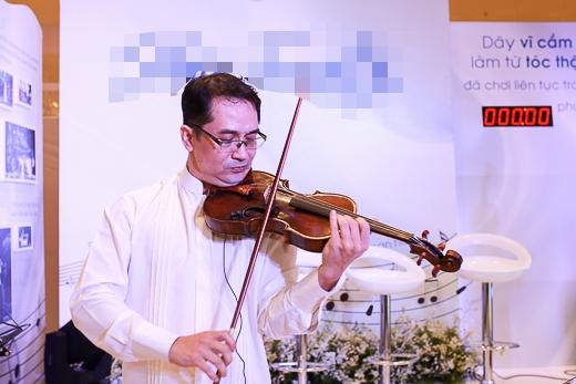 Nghệ sĩ violin Xuân Huy quyết định làm một cây vỹ cầm có dây vỹ từ tóc để biểu diễn trong một chương trình hòa nhạc đặc biệt, phục vụ khán giả TP.HCM.