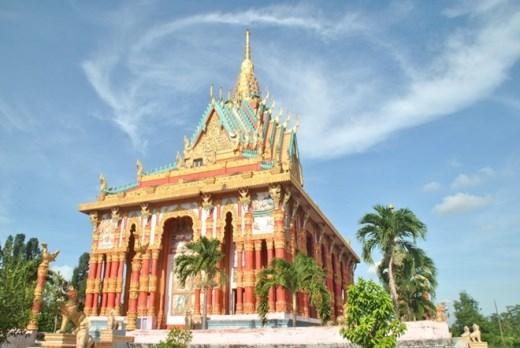 Chánh điện chùa Ghositaram, ấp Cù Lao, xã Hưng Hội, huyện Vĩnh Lợi, Bạc Liêu.
