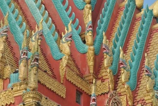 Riêng phần hoa văn trang trí, nghệ nhân Danh Sà Rinh đã mất 4 năm để hoàn tất.