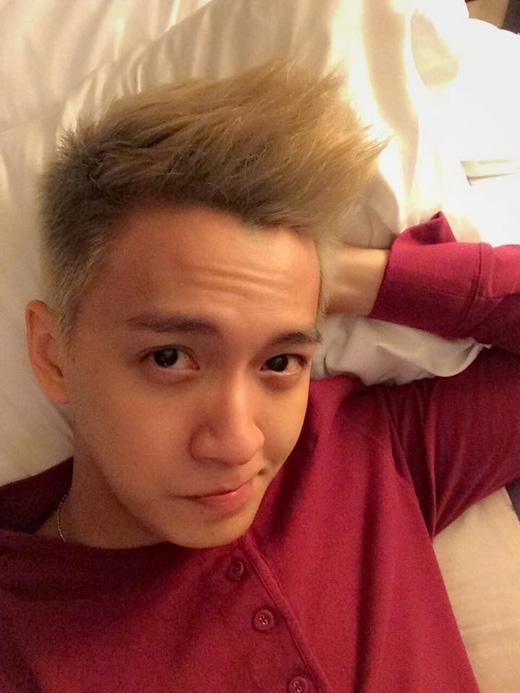 'Người yêu ngố' trong phim ngắn của Minh Hằng là Ngô Kiến Huy cũng đang thực hiện chuyến lưu diễn tại Mỹ của mình, nam ca sĩ hiện nay đang ở bang Houston.