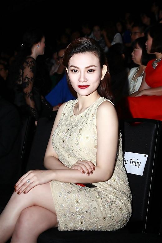 Tham gia với tư cách là khách mời VIP, Thu Thủy được ngồi hàng đầu cùng nhiều sao Việt danh tiếng khác. - Tin sao Viet - Tin tuc sao Viet - Scandal sao Viet - Tin tuc cua Sao - Tin cua Sao