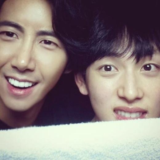 Kwanghee chúc mừng sinh nhật thành viên trong nhóm mình - Im Siwan, anh đã đăng tải hình cả hai cực đáng yêu và nói rằng: 'Chúc mừng sinh nhật nhé Siwan'.