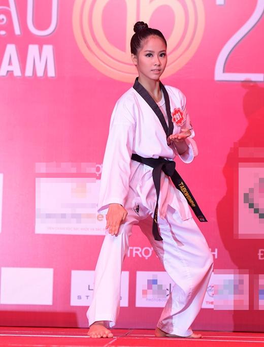 Võ Hồng Ngọc Huệ, SBD 291, trình diễn võ thuật Taekwondo