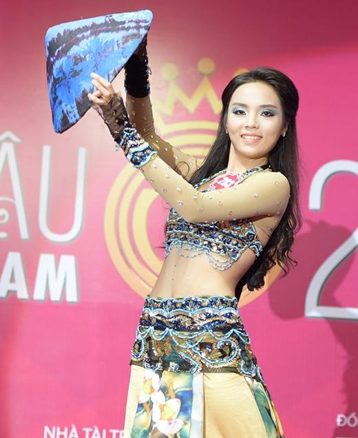 Nguyễn Cao Kỳ Duyên, SBD 283, với tiết mục múa Fusion
