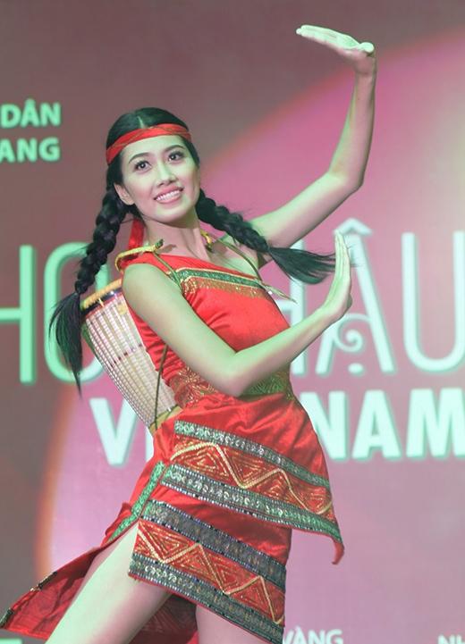 Huỳnh Ý Nhi, SBD 615 với màn múa của đồng bào Tây Nguyên