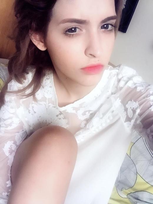 Mới về Hà Nội nghỉ ngơi không được bao lâu người mẫu Andrea phải quay trở về Sài Gòn để tiếp tục công việc của mình, dường như cô có chuyện không vui khiến các fan tỏ ra lo lắng và tò mò không biết do áp lực của công việc hay cô gặp trục trặc trong chuyện tình cảm?