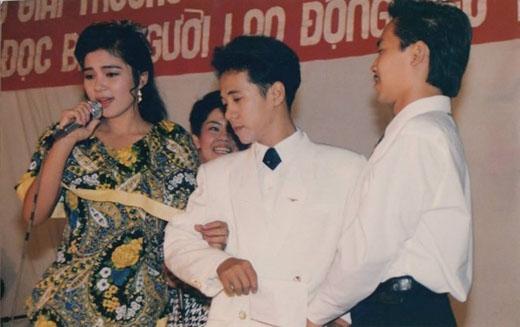 Việt Trinh và Thành Lộc trong lễ trao giải Bình chọn văn nghệ sĩ được yêu thích nhất năm 1993. - Tin sao Viet - Tin tuc sao Viet - Scandal sao Viet - Tin tuc cua Sao - Tin cua Sao