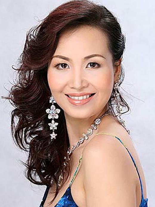 Xinh đẹp xuất hiện trở lại sau 18 năm, cô tham gia và lọt vào Top 5 cuộc thi thi Hoa hậu Quý bà thế giới năm 2008. - Tin sao Viet - Tin tuc sao Viet - Scandal sao Viet - Tin tuc cua Sao - Tin cua Sao